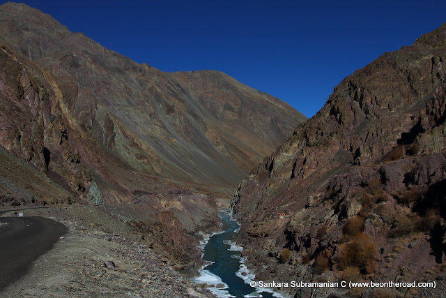 Road from Nimmu to Chilling, runs parallel to the Zanskar river