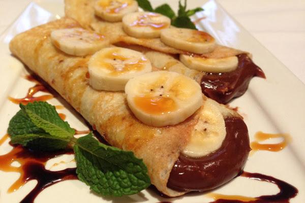Panqueca de Banana com Recheio de Chocolate