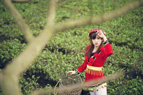Ảnh cô gái Tây Bắc xinh đẹp mặc đồ màu đỏ
