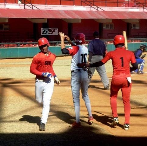 Santiago de Cuba barrió a Holguín en beisbol sub-18