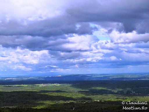 Tura la munte in Canada. Mont Orford.  paduri cat vezi cu ochii...