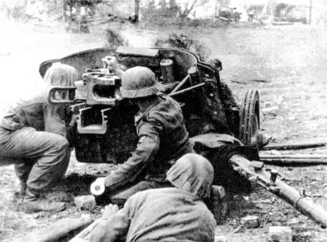 Tanques Alemanes vs soviéticos  - Página 5 Germans-use-50mm-pak-38-anti-tank-gun-stalingrad