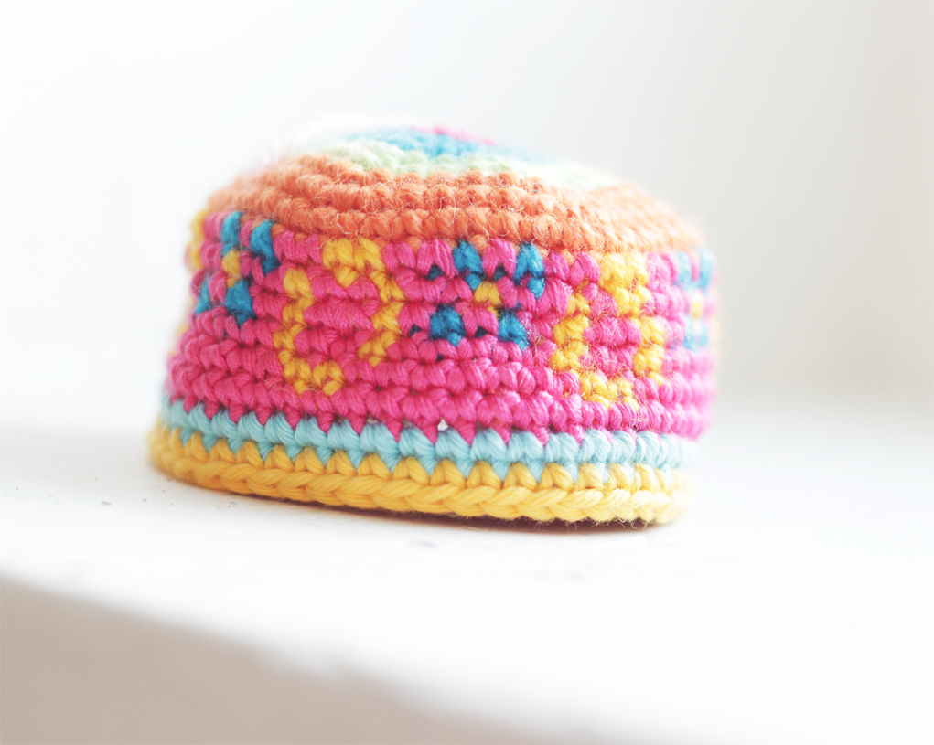 Free amigurumi pattern Easter egg UFO by The Sun and the Turtle