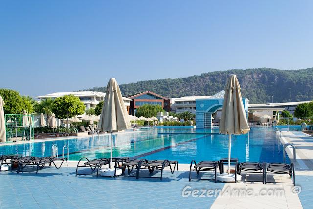 Hilton Dalaman Oteli, havuzları ve şezlongları, Sarıgerme