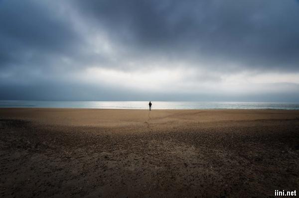 ảnh lẻ loi trước biển đẹp