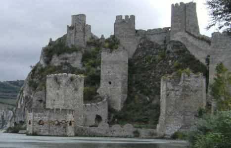 Burg Golubac am Donau-Durchbruch in Serbien