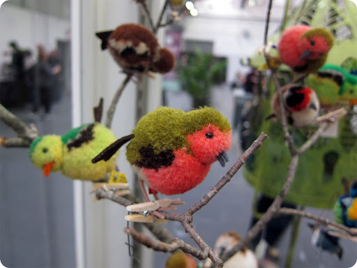 Pom-pom birds. craft project: http://www.marthastewart.com/246467/pom-pom-animals