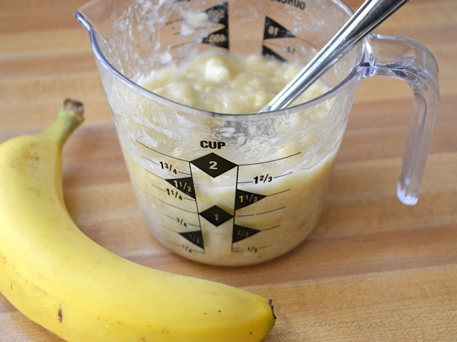 mashed bananas in measuring cup