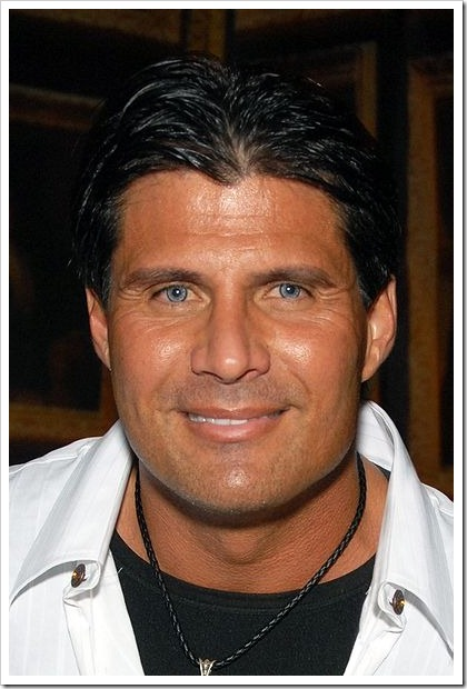 400px-Jose_Canseco_2009