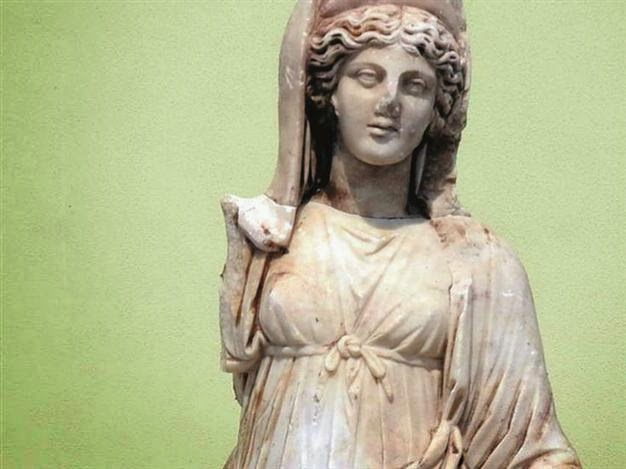 Near East: Goddess statue found in illegal excavations