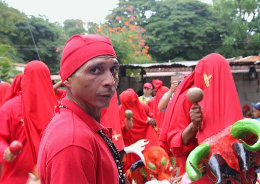 Cajero tocando tambor en el día de Corpus Christi en San Francisco de Yare, Municipio Bolivar, Miranda Venezuela
