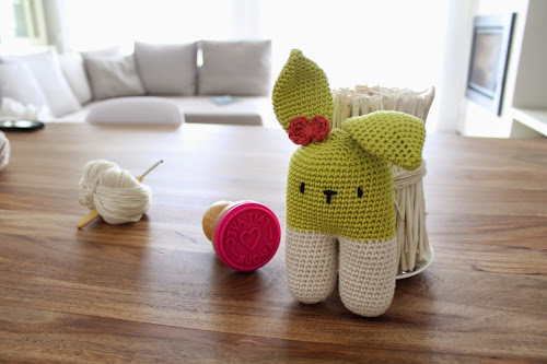 Not 2 late to craft: Conilleta bípeda per l'Ona / Two-legged bunny for Ona