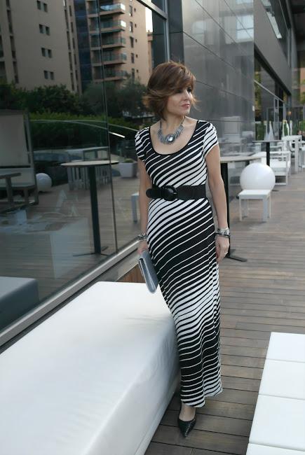 Vestido de cóctel a rayas blanco y negro