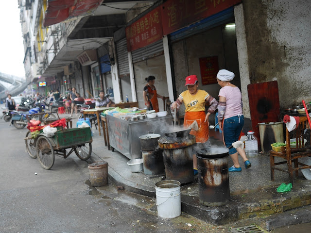 woman cooking outside in Hengyang