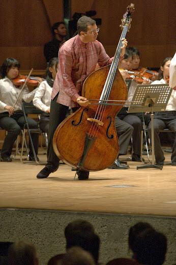 El contrabajista venezolano Edicson Ruiz actuó como solista frente a la Orquesta japonesa de la Prefectura de Chiba
