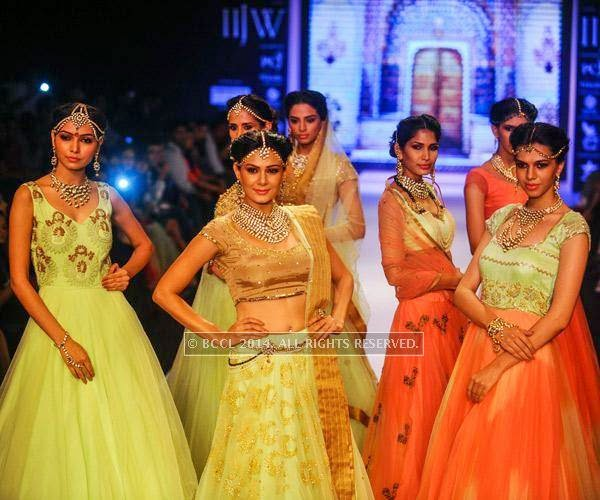 Models showcase a design for  Moni Agarwal on Day 1 of India International Jewellery Week (IIJW), 2014 at Grand Hyatt, Mumbai.