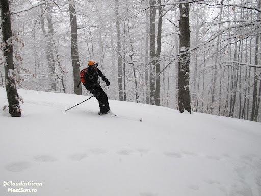 Vali porneste la vale pe schiuri