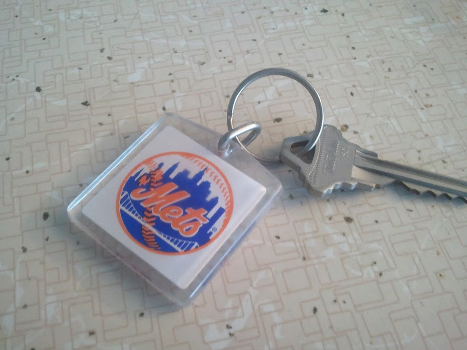 Mets keychain handed out on the line for buying tickets before the 2000 season