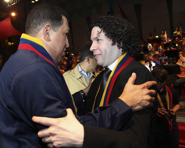 Maestro Dudamel welcomes President Chávez to the El Sistema's 36th anniversary ceremony. Reuters photo