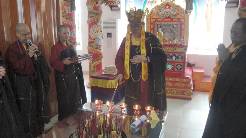 Vajra Acarya memberikan Sima Bandhana terhadap Tungku Homa