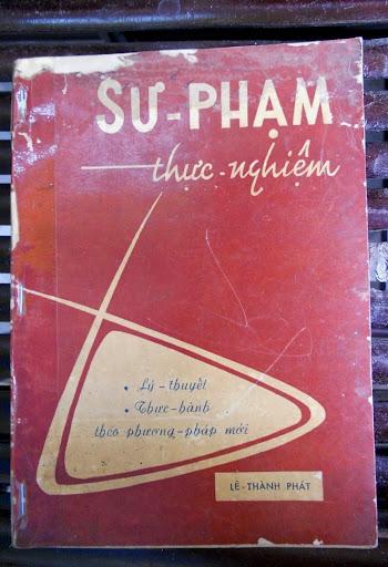 Sách giáo khoa tiểu học cũ - nơi lưu giữ từng trang ký ức DSCN2806