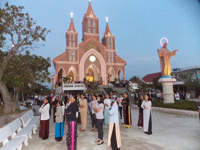 Giáo xứ Tân Hội làm phép 14 tượng ảnh Các Thánh