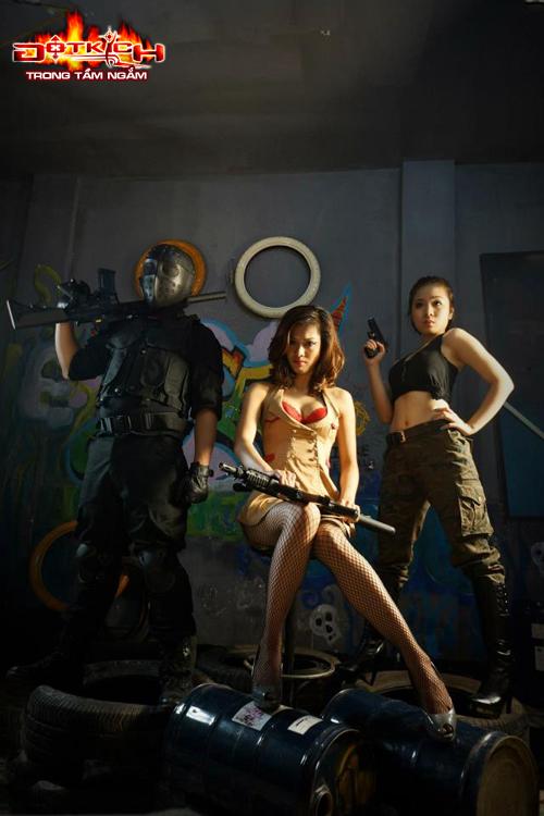 Nhóm Vật Cản ra mắt cosplay mừng sinh nhật Đột Kích 2