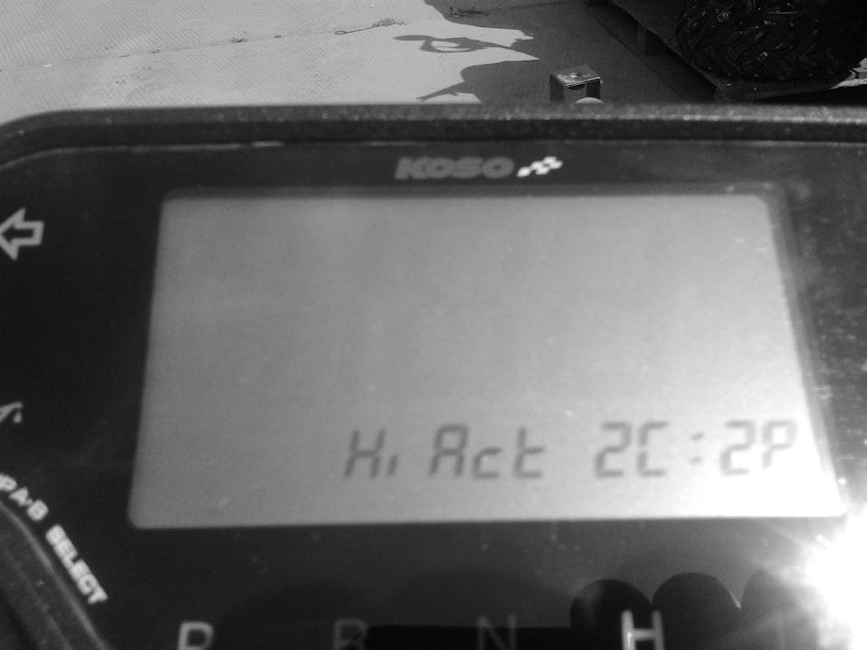 Выставить параметры сигнала датчика тахометра (по умолчанию «Hi Act», количество импульсов в системе зажигания на 1 оборот двигателя (по умолчанию «2C 2P».