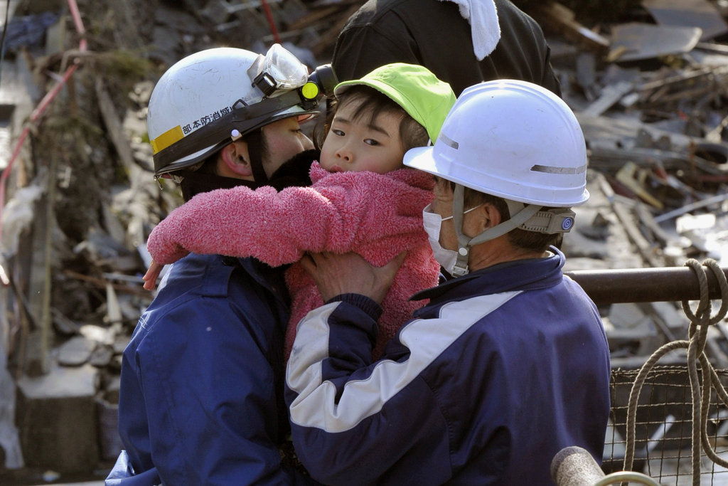 https://lh4.googleusercontent.com/-rwg6aZ8ArnE/TXrnHyc-0oI/AAAAAAAAA5Q/KM70w6y8fpg/s1600/TS4+Japan+Earthquake+and+Tsunami+Victims+Ways+to+Help+Donate+Aftermath+Images