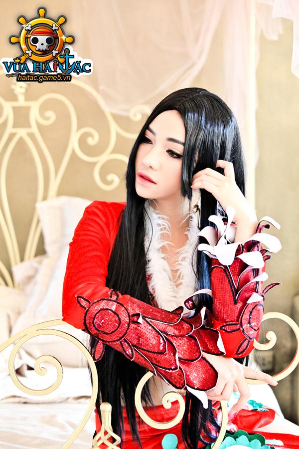 Ly Ba Lan quyến rũ trong cosplay Boa Hancock 13