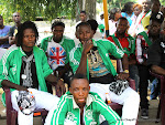Des joueurs du DCMP, lors de la sortie des corps le 03/04/2013 de la morgue de la clinique Ngaliema à Kinshasa. Radio Okapi/Ph. John Bompengo