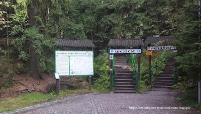 na zdjęciu Szczeliniec Wielki wejście