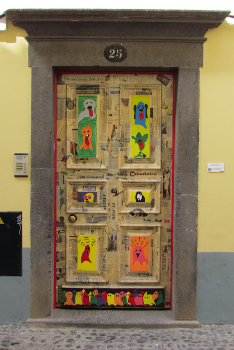 art in a door - Santa Maria street in old town