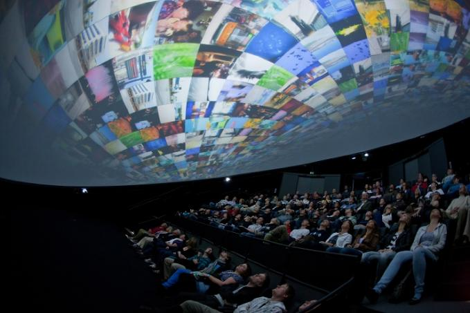 Mellan filmföreställningarna utforskade vi utställningar grundligt. Det  bästa med hela besöket var att vi fick pilla på allting 55d2527f2a
