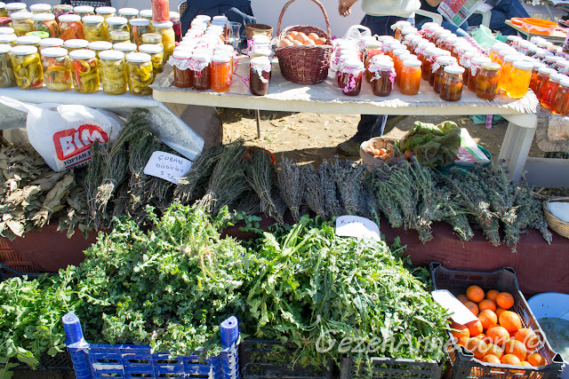 radika, çoban düdüğü, yumurtalar, reçeller, turşular Sığacık pazarı Seferihisar
