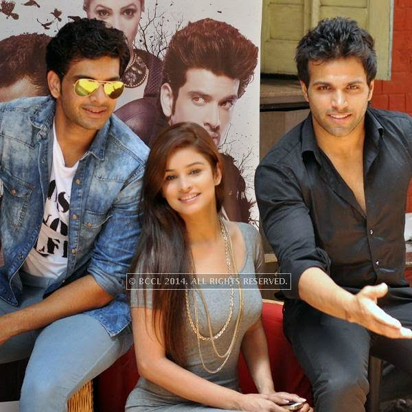 Karan Kundra, Chetna Pande and Rithvik Dhanjani during the promotion of their new show Fanaah at CCD, Park Street, Kolkata.