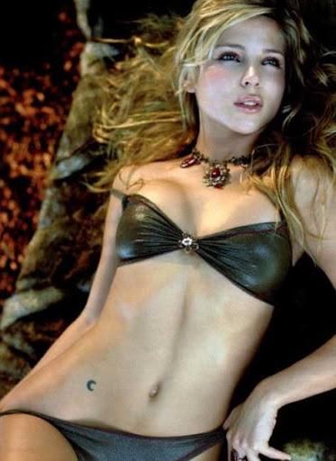 Elsa Pataky bikini negro