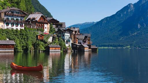 Hallstatter Lake, Hallstatt, Austria.jpg