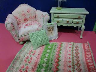 mueble verde en miniatura