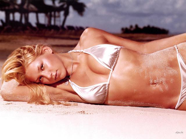 Anna Kournikova Beach Modeling Wallpaper 1280 X 960