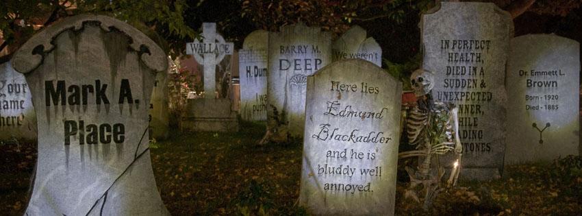 Ảnh bìa những ngôi mộ mới đắp thật rùng rợn