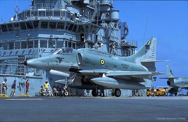 Resultado de imagem para Marinha e Aeronáutica equipamentos navios avioes