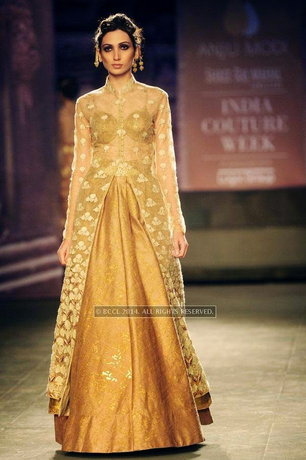 Pia walks the ramp for Anju Modi on Day 2 of India Couture Week, 2014, held at Taj Palace hotel, New Delhi.
