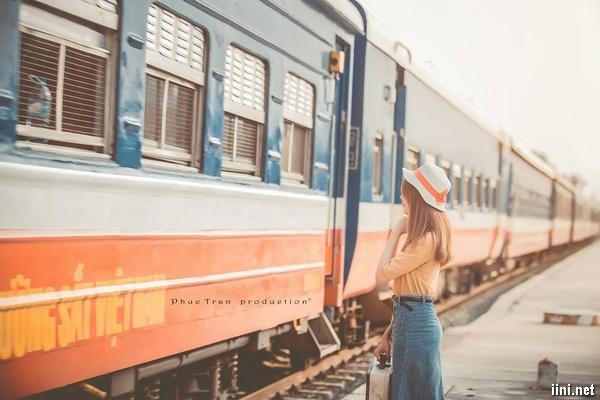 thơ tâm trạng buồn con tàu và sân ga