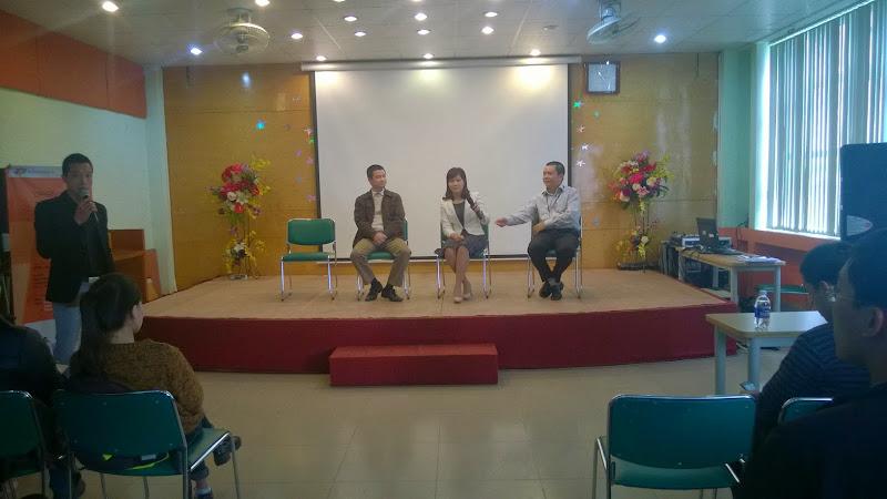 Sinh viên Cao đẳng thực hành FPT Polytechnic Hà Nội lắng nghe chia sẻ từ phía nhà tuyển dụng FPT Telecom