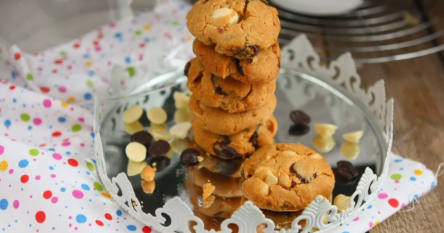 Flourless, Sugarfree Peanut Butter Chocolate Cookies