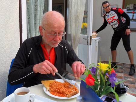 man eating baked beans