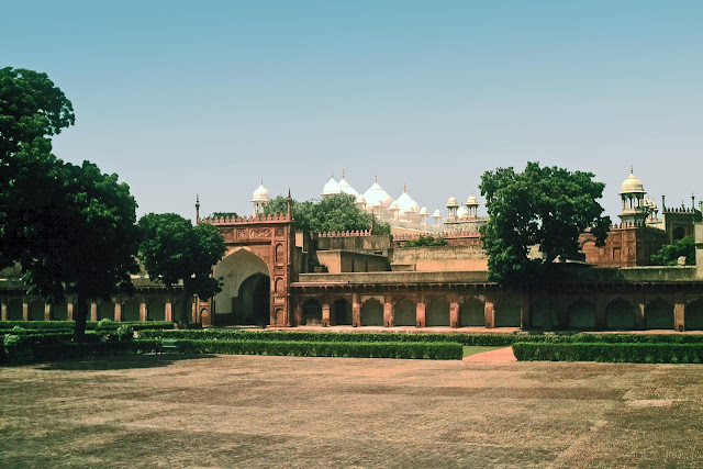 masjid at agra fort
