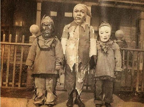Crianças fantasiadas para o Dia das Bruxas
