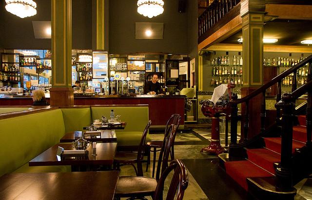Revisi n interior bar vel dromo barcelona - Ebanistas en barcelona ...